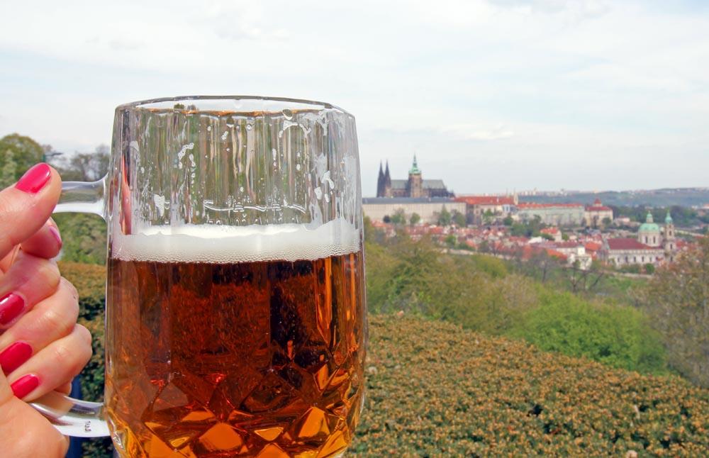 Terras met uitzicht over Praag