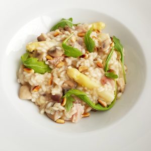 risotto met witte asperges ham en champignons foodiemind. Black Bedroom Furniture Sets. Home Design Ideas