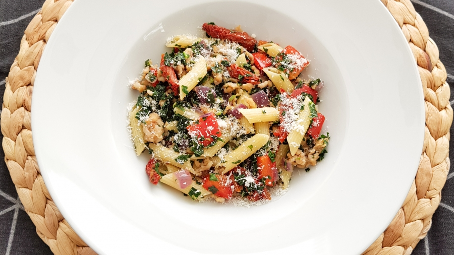 Boerenkool pasta met zongedroogde tomaten